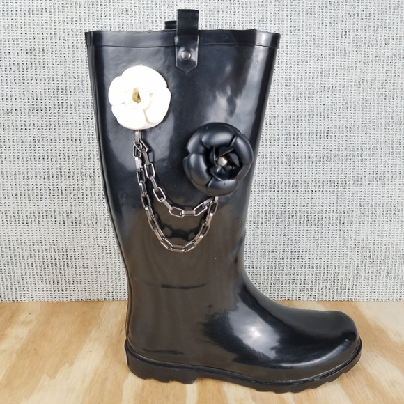 Dirty Laundry Black Rubber Rain Boot Chain Floral